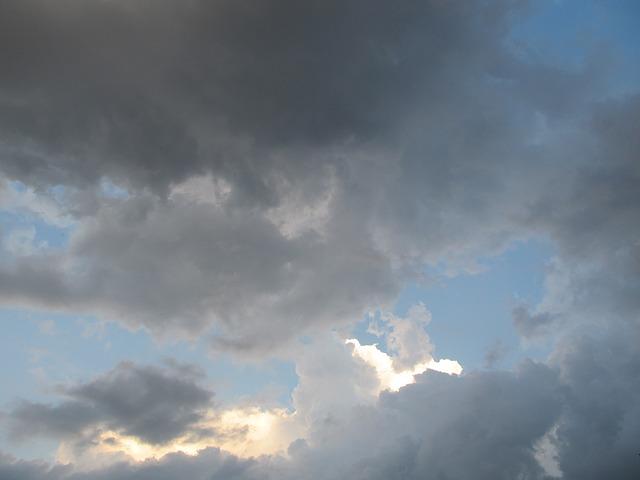 sky-214309_640
