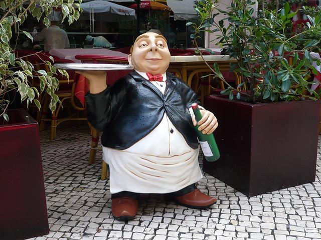 waiter-182089_640