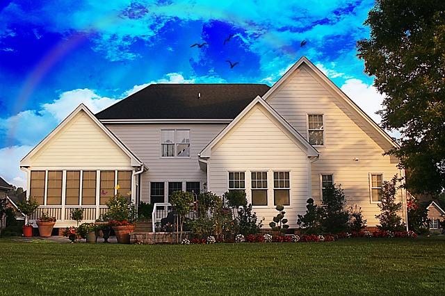 family-home-700225_640