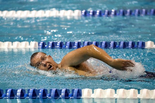 swimmer-659906_640