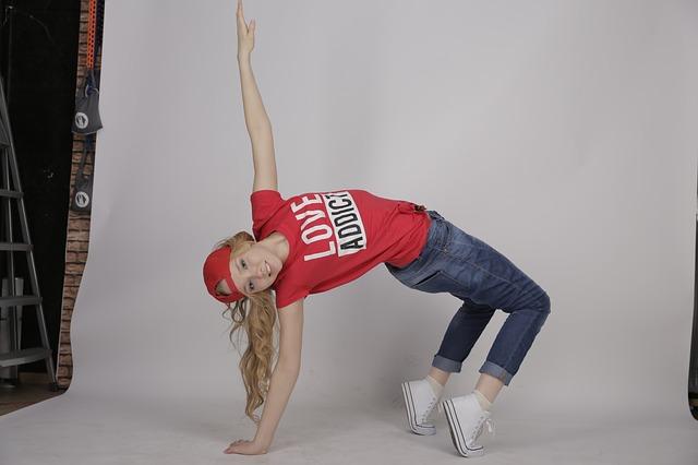 dancing-882940_640