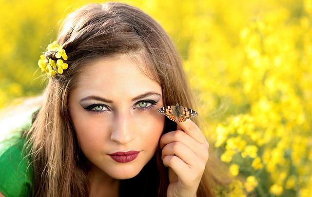 girl-1319106_640