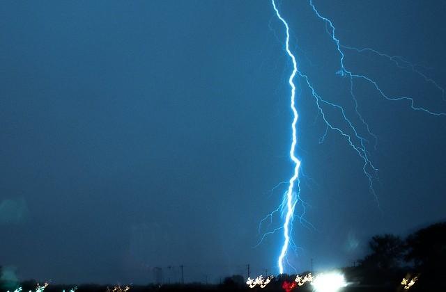 lightning-503154_640
