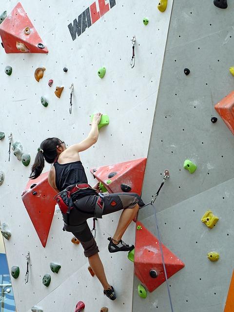 climbing-756669_640