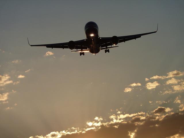 aircraft-464296_640