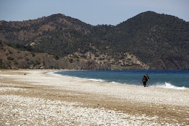 beach-1309876_640