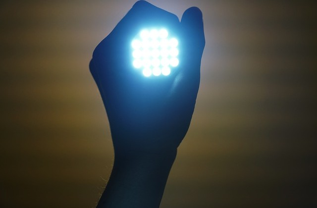 flashlight-2728582_640