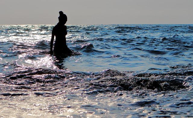 beach-2358069_640