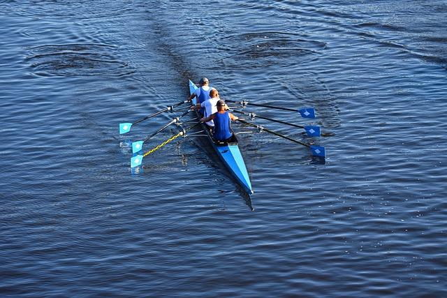 canoe-3536921_640